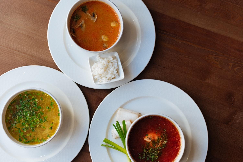 На ул. Баумана в Казани караоке ресторан